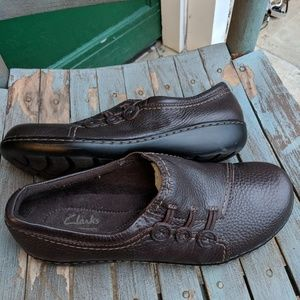 Women's Clarks Brown Leather Slip On Shoes 9M